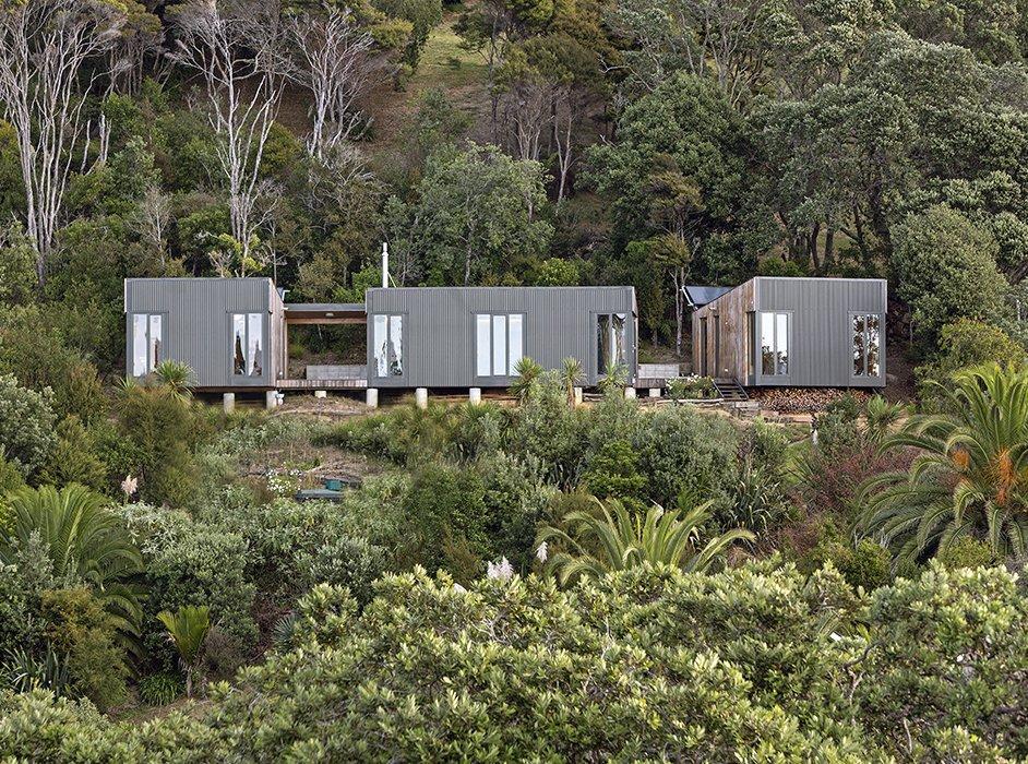 Coastal prefabs that bring modular housing to the beach for Prefab beach house